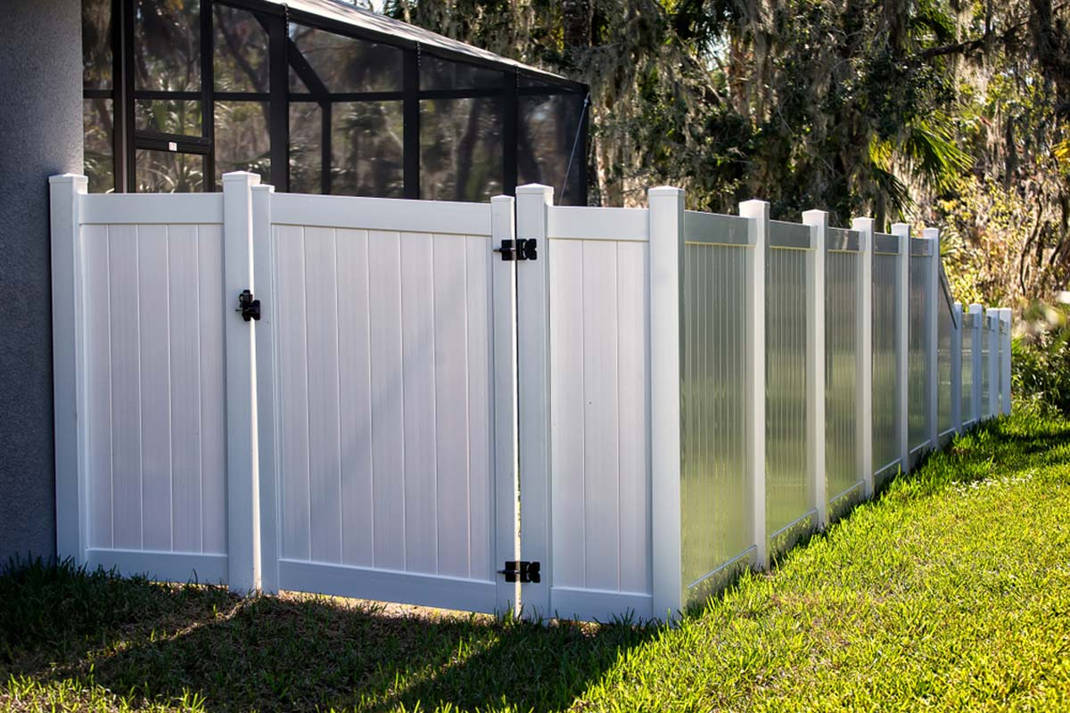 Picture of: 2020 Vinyl Fence Costs Pvc Installation Per Foot Prices Estimator