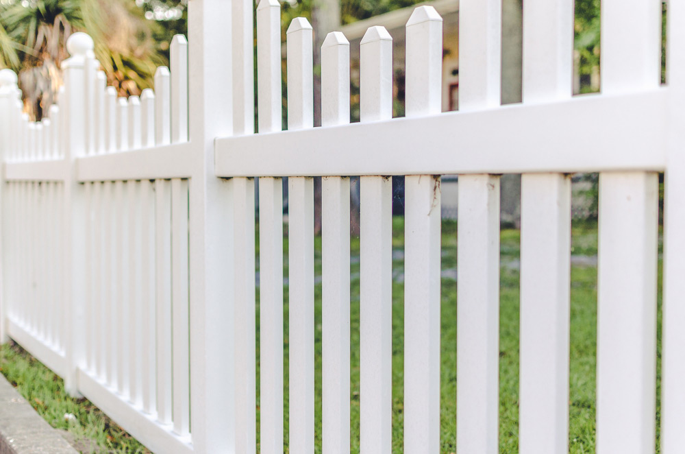 2019 Vinyl Fence Costs | PVC Installation & Per Foot Prices