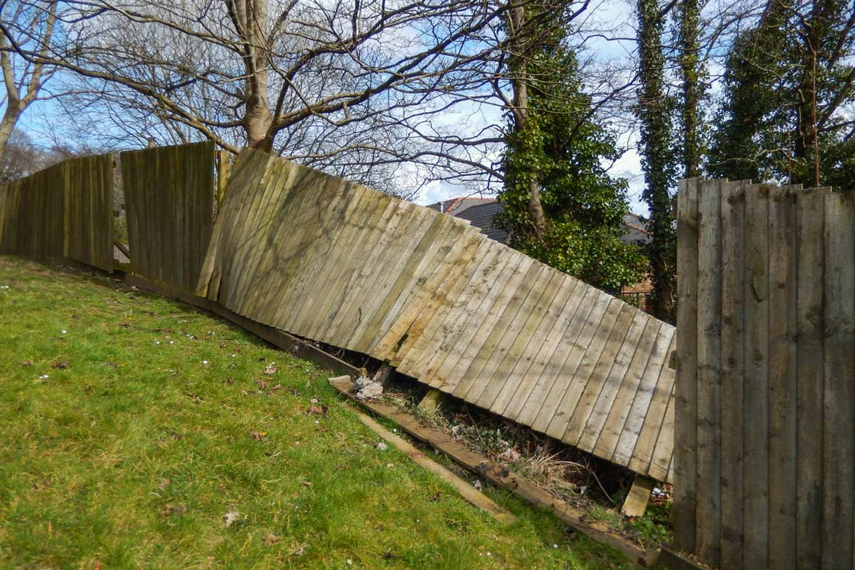 2021 Fence Repair Cost | Fix Posts, Panels, Boards, & Leaning
