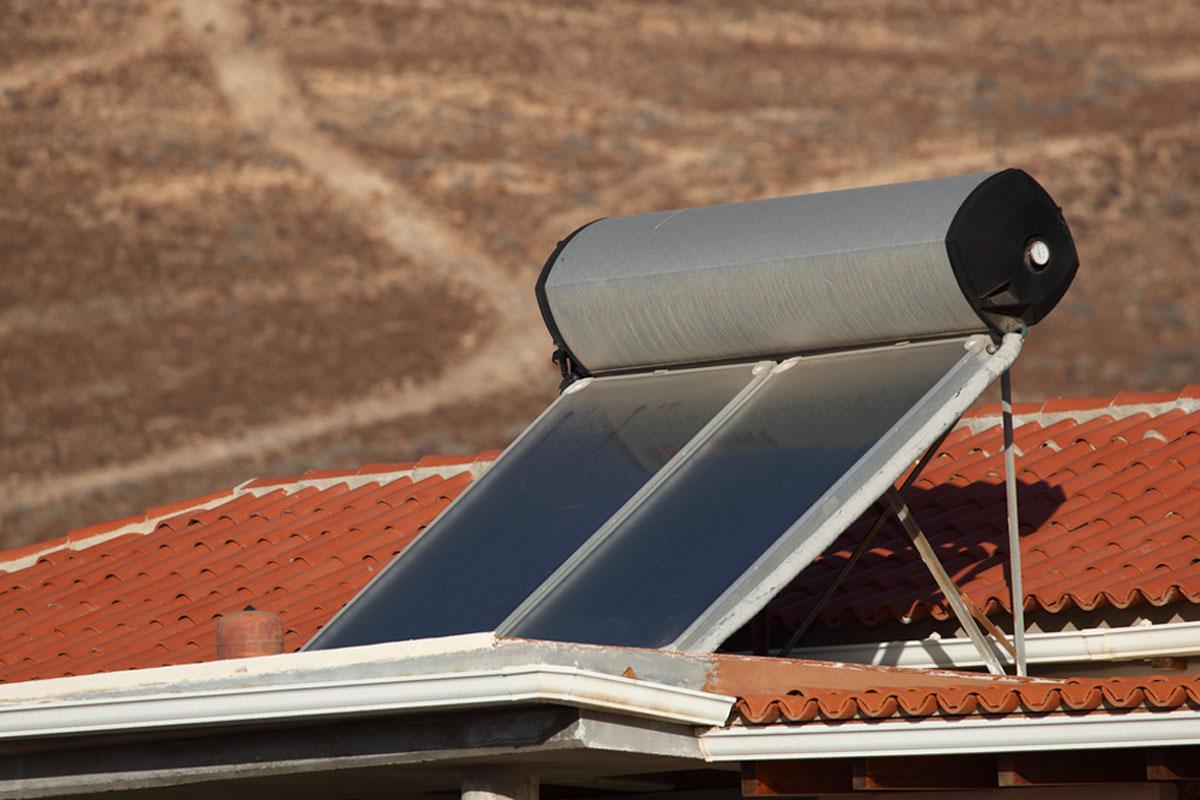 Installation de chauffe-eau solaire