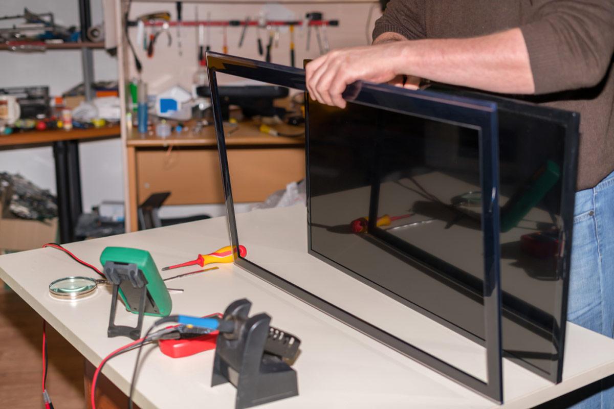 تعمیر تلویزیون تعمیر تلویزیون LCD با جدا کردن صفحه LED و تعمیر صفحه تلویزیون